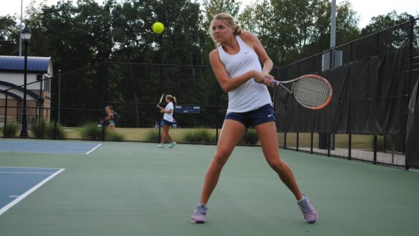cda7aa33c505e5d1-v-girls-tennis-holder-600×338
